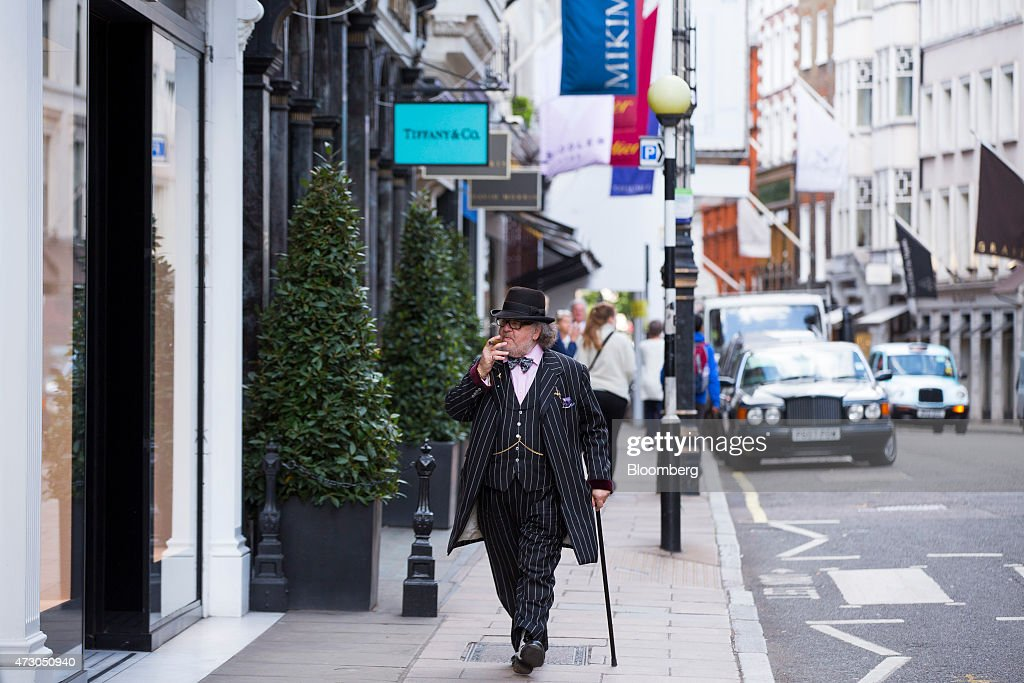 Pedestrians pass luxury retail stores on New Bond Street in London UK on Tuesday May 12 2015 The euroarea economy probably grew at the fastest pace...