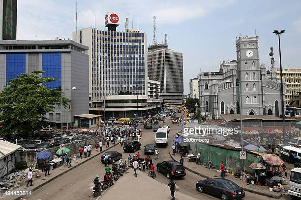 Pedestrians pass street traders in the business district of Lagos Nigeria on Monday Oct 26 2015 Nigeria plans to create a $25 billion fund with...