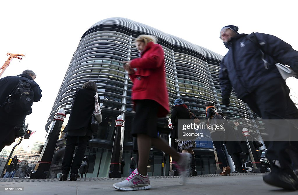 Pedestrians pass the Walbrook Building in London, U.K., on Friday, Nov. 30, 2012. U.K. banks have become more unwilling to finance development projects without a tenant committed to lease space or a buyer for the completed property. Photographer: Chris Ratcliffe/Bloomberg via Getty Images