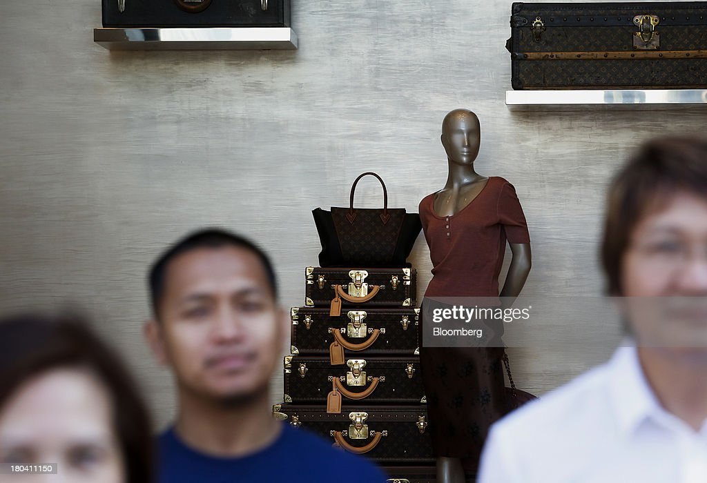 Pedestrians stand in front of mannequin displayed in the window of a LVMH Moet Hennessy Louis Vuitton SA store on Rodeo Drive in Beverly Hills, California, U.S., on Wednesday, Sept. 11, 2013. The U.S. Census Bureau is scheduled to release retail sales figures on Sept. 13. Photographer: Patrick T. Fallon/Bloomberg via Getty Images