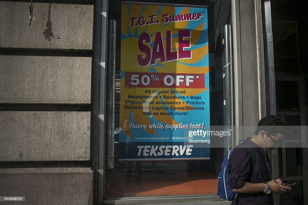 A pedestrians stands in front of the Tekserve store on 23rd Street in New York, U.S., on Thursday, June 30, 2016. New York City's original Apple repair store, Tekserve, is closing, succumbing to competition and rising rents after almost 30 years of servicing computers and providing technical support to local residents. Photographer: Victor J. Blue/Bloomberg via Getty Images