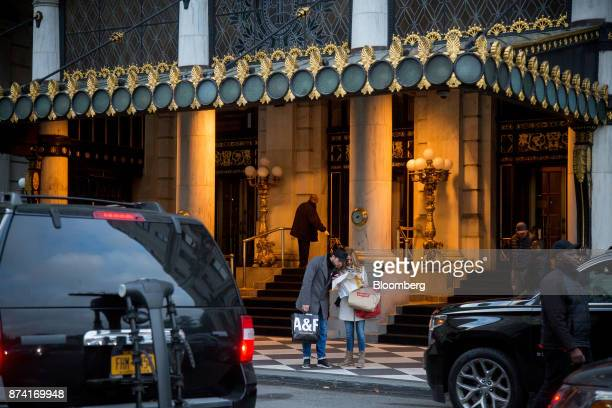Pedestrians view a map while holding shopping bags outside of the Plaza Hotel in New York US on Monday Nov 13 2017 Billionaire Saudi Prince Alwaleed...