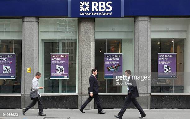Pedestrians walk past a branch of RBS in London UK on Friday Aug 7 2009 Royal Bank of Scotland Group Plc said results will be poor for another two...