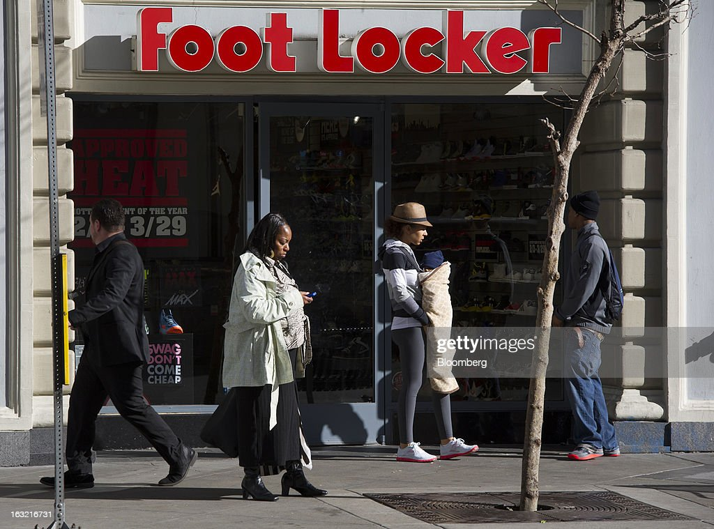 Pedestrians walk past a Foot Locker Inc. store in Oakland, California, U.S., on Tuesday, March 5, 2013. Foot Locker Inc. is expected to release earnings data on March 8. Photographer: David Paul Morris/Bloomberg via Getty Images