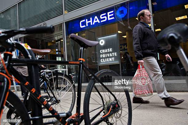 Pedestrians walk past a JPMorgan Chase Co bank branch in Chicago Illinois US on Monday Oct 5 2015 JPMorgan Chase Co is scheduled to report quarterly...