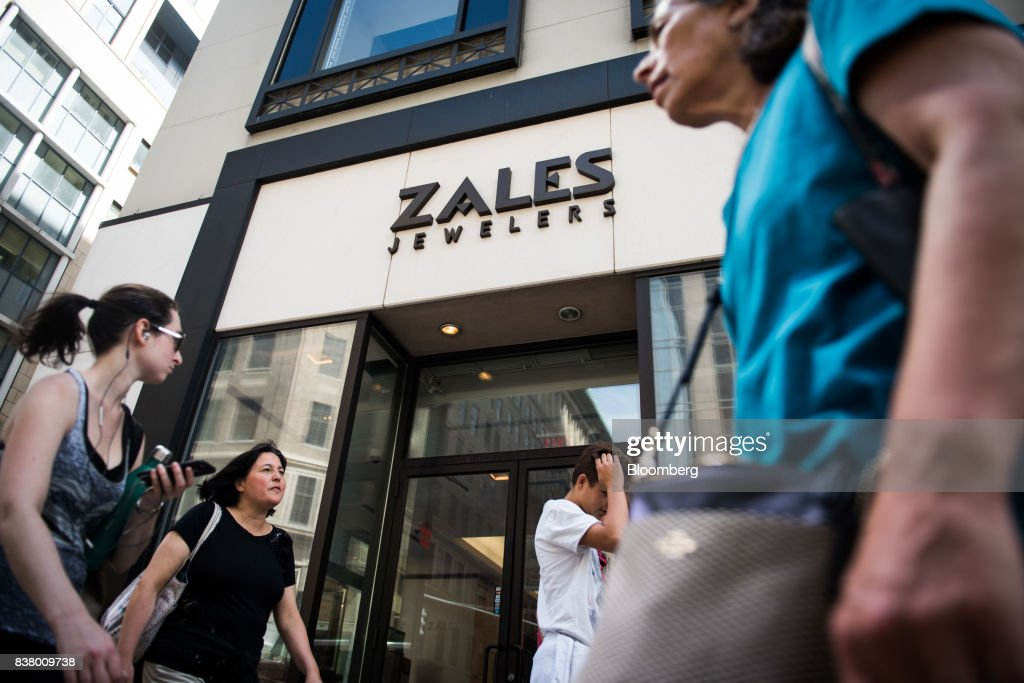 Pedestrians walk past a Zales Jewelers store in New York, U.S., on Wednesday, August 23, 2017. Mark Kauzlarich/Bloomberg via Getty ImagesSignet Jewelers Ltd. is scheduled to release earnings figures on August 24. Photographer: Mark Kaulzarich/Bloomberg via Getty Images