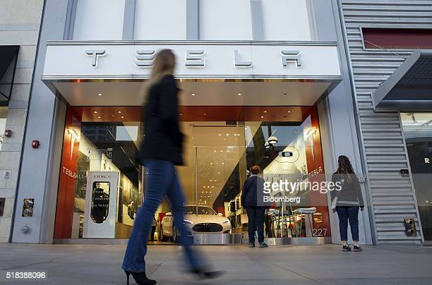 Pedestrians walk past the Tesla Motors Inc store on the Third Street Promenade in Santa Monica California US on Wednesday March 30 2016 Tesla Motor...