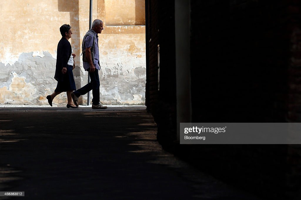 walking and economic growth The 4 types of inflation are creeping, walking, galloping and hyper  it is harmful  to the economy because it heats up economic growth too fast.