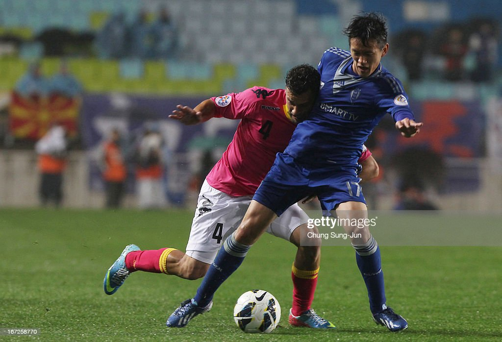 Pedj Bojic of Central Coast Mariners in action with Hong Chul of Suwon Bluewing during the AFC Champions League Group H match between Suwon Bluewing and Central Coast Mariners at Suwon World Cup Stadium on April 23, 2013 in Suwon, South Korea.