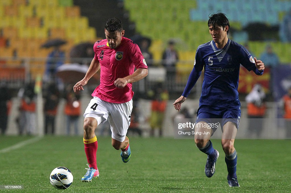 Pedj Bojic of Central Coast Mariners in action with Park Hyun-Bum of Suwon Bluewing during the AFC Champions League Group H match between Suwon Bluewing and Central Coast Mariners at Suwon World Cup Stadium on April 23, 2013 in Suwon, South Korea.