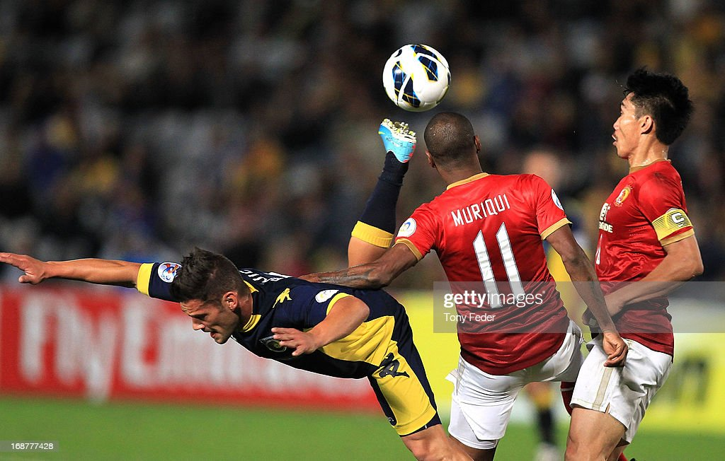 Pedj Bojic of the Mariners contests the ball with Muriqui of Evergrande during the AFC Asian Champions League match between the Central Coast Mariners and Guangzhou Evergrande at Bluetongue Stadium on May 15, 2013 in Gosford, Australia.