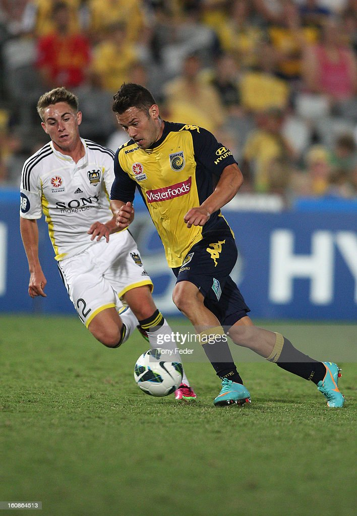 Pedj Bojic of the Mariners contests the ball with Tyler Boyd of the Phoenix during the round 20 A-League match between the Central Coast Mariners and the Wellington Phoenix at Bluetongue Stadium on February 7, 2013 in Gosford, Australia.