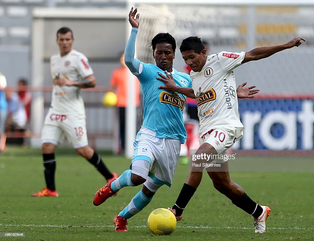 Pedro Aquino (L) of Sporting Cristal fightss for the ball with <a gi-track='captionPersonalityLinkClicked' href=/galleries/search?phrase=Edison+Flores&family=editorial&specificpeople=8597891 ng-click='$event.stopPropagation()'>Edison Flores</a> (R) of Universitario during a match between Sporting Cristal and Universitario as part of 17th round of Torneo Clausura 2015 at Nacional Stadium on November 29, 2015 in Lima, Peru.