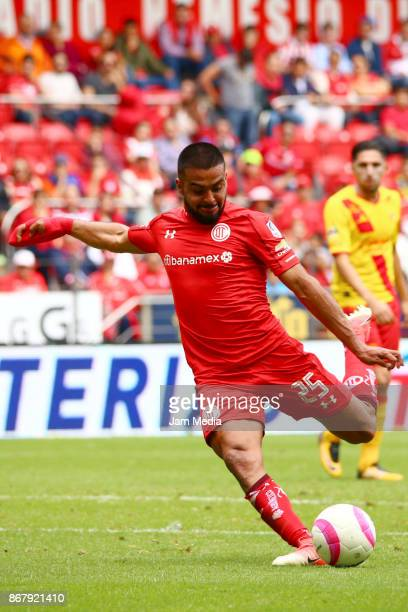 Pedro Canelo of Toluca kicks the ball during the 15th round match between Toluca and Morelia as part of the Torneo Apertura 2017 Liga MX at Nemesio...