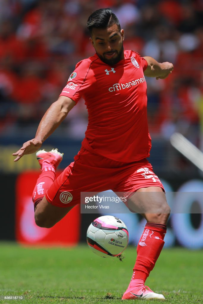 Pedro Canelo of Toluca kicks the ball during the fifth round match between Toluca and Necaxa as part of the Torneo Apertura 2017 Liga MX at Nemesio Diez Stadium on August 20, 2017 in Toluca, Mexico.