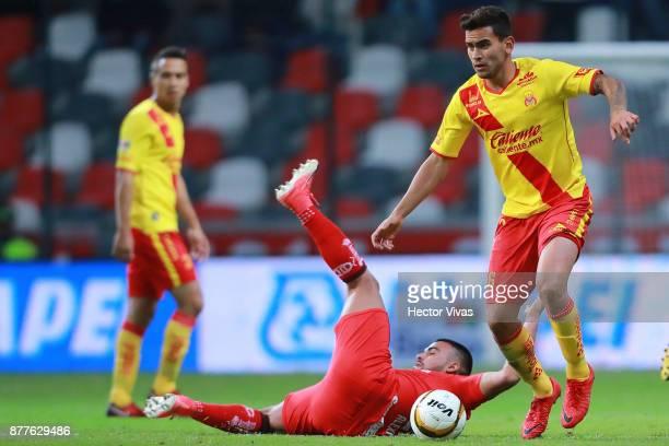 Pedro Canelo of Toluca struggles for the ball with Eduardo Chavez of Morelia during a match between Toluca and Morelia as part of the Torneo Apertura...