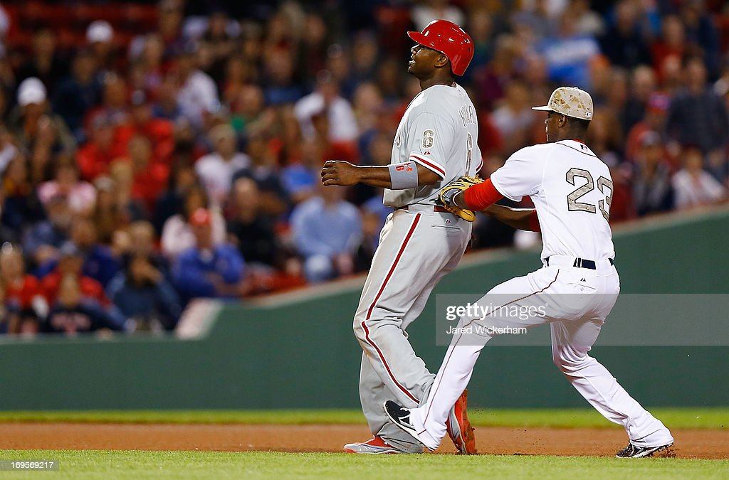 <a gi-track='captionPersonalityLinkClicked' href=/galleries/search?phrase=Pedro+Ciriaco&family=editorial&specificpeople=5718591 ng-click='$event.stopPropagation()'>Pedro Ciriaco</a> #23 of the Boston Red Sox tags out <a gi-track='captionPersonalityLinkClicked' href=/galleries/search?phrase=Ryan+Howard&family=editorial&specificpeople=551402 ng-click='$event.stopPropagation()'>Ryan Howard</a> #6 of the Philadelphia Phillies in a run down between second and third base in the eighth inning during the interleague game on May 27, 2013 at Fenway Park in Boston, Massachusetts.