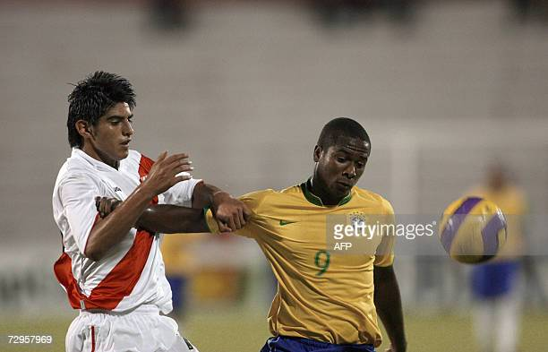 Brazil's Fabiano Oliveira and Peru's Carlos Zambrano vie for the ball 09 January 2007 during their Under20 South American Football Championship match...