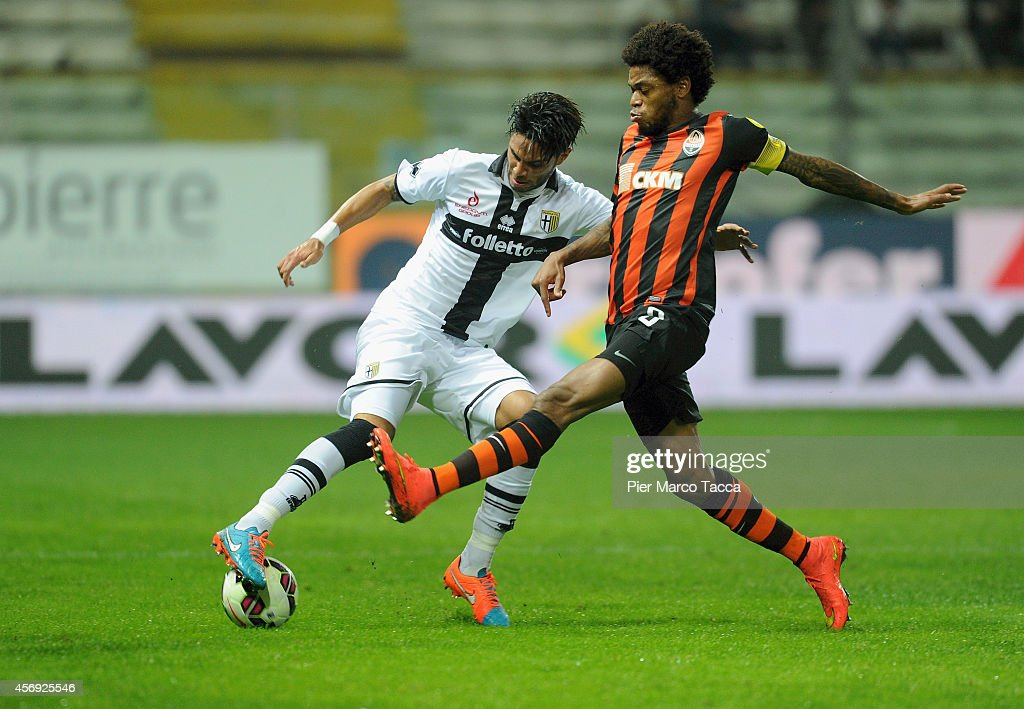 <a gi-track='captionPersonalityLinkClicked' href=/galleries/search?phrase=Pedro+Mendes&family=editorial&specificpeople=212915 ng-click='$event.stopPropagation()'>Pedro Mendes</a> of Parma FC competes for the with Adriano Luiz of FC Shakhtar Donetsk during the friendly match between Parma FC and FC Shakhtar Donetsk at Stadio Ennio Tardini on October 9, 2014 in Parma, Italy.