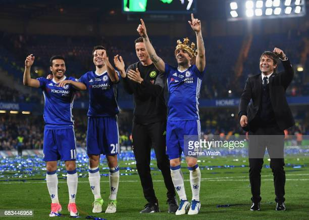 Pedro of Chelsea Cesar Azpilicueta of Chelsea Thibaut Courtois of Chelsea Cesc Fabregas of Chelsea and Antonio Conte Manager of Chelsea celebrate...