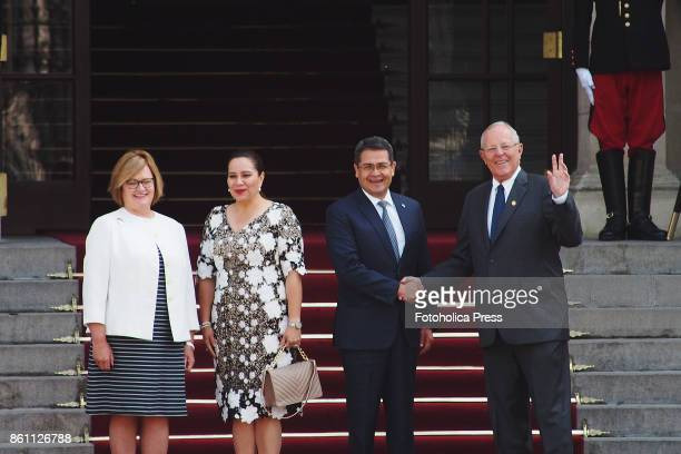 Pedro Pablo Kuczynski president of Peru accompanied by the first lady Nancy Lange received Juan Orlando Hernández president of Honduras and his wife...