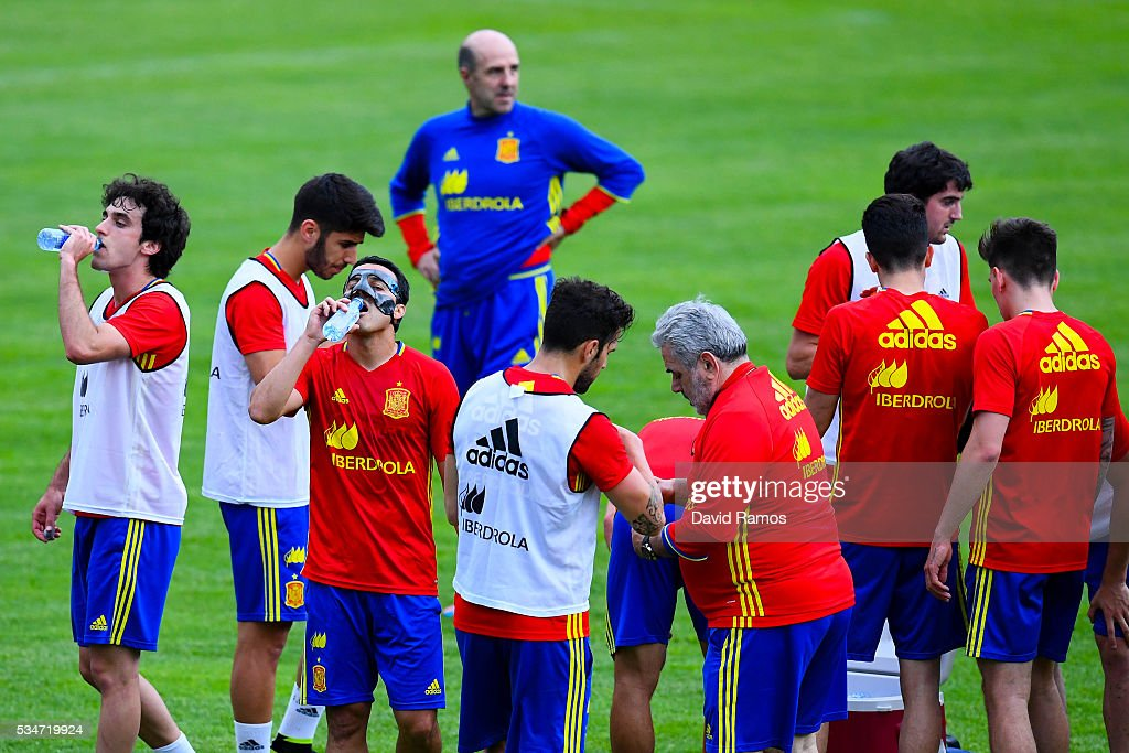Pedro Rodriguez of Spain drinks water during a training session on May 27, 2016 in Schruns, Austria.