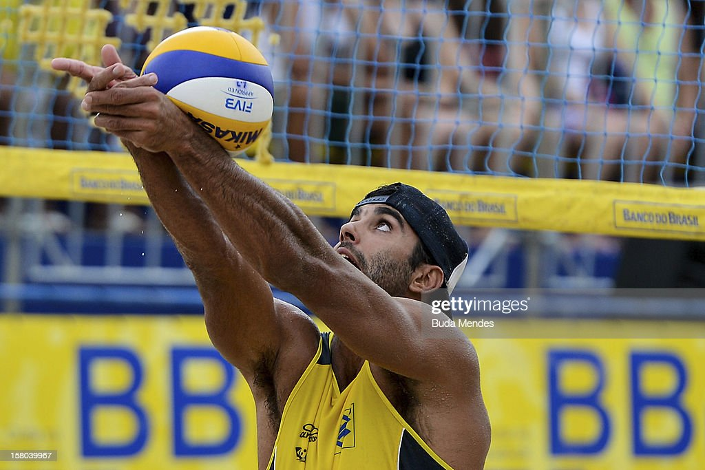 Pedro Solberg in action during a beach volleyball match against the 6th stage of the season 2012/2013 Circuit Bank of Brazil at Copacabana Beach on December 09, 2012 in Rio de Janeiro, Brazil. (Photo by Buda Mendes/LatinContent/Getty Images).