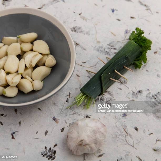 Peeled garlic cloves and bouquet garni..