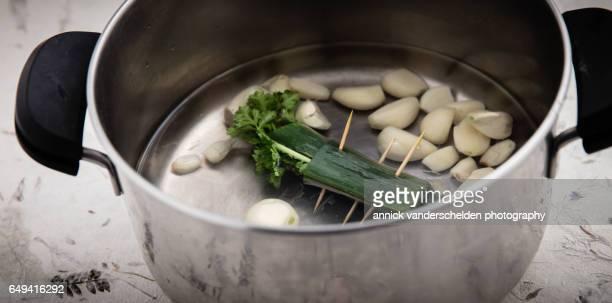 Peeled garlic cloves and bouquet garni.