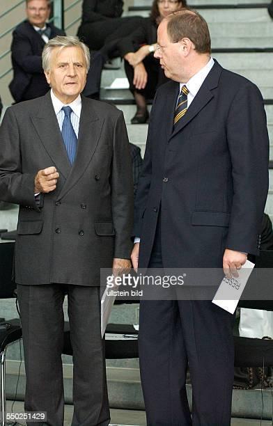 Peer Steinbrück und JeanClaude Trichet anlässlich der Verleihung des DeutschFranzösischen Kulturpreises im Berliner Bundeskanzleramt