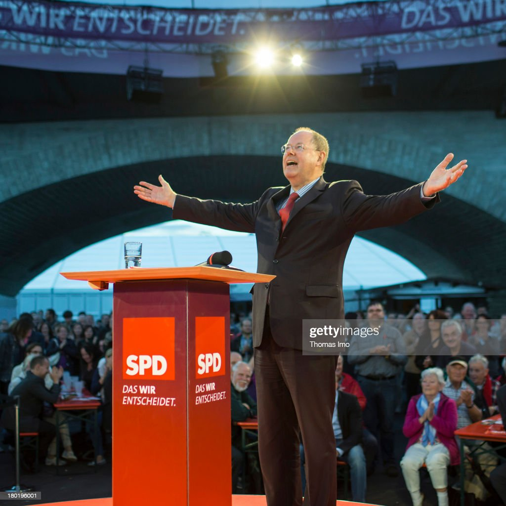 Peer Steinbrueck chancellor candidate of the German Social Democrats gestures during a campaign event on September 09 2013 in Wuerzburg Germany...