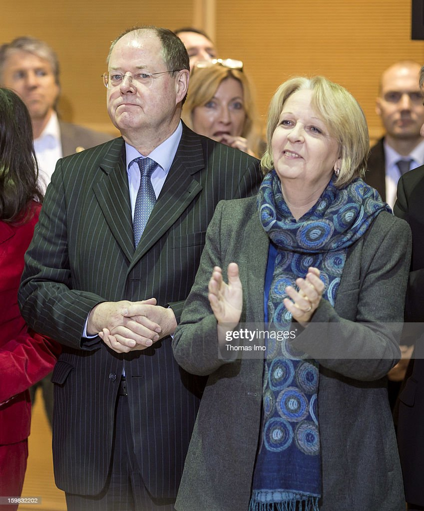 Peer Steinbrueck (L), German Social Democrats (SPD) chancellor candidate, and Hannelore Kraft, Prime Minister of North Rhine-Westphalia, attend a press conference about their victory in Lower Saxony on January 21, 2013 in Berlin, Germany. The win has given the SPD a much needed boost following declining popularity figures for its chancellor candidate Peer Steinbrueck. Germany faces national elections later this year.