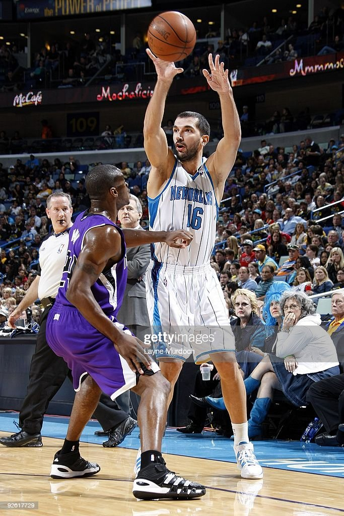 Peja Stojakovic of the New Orleans Hornets passes over Desmond Mason of the Sacramento Kings during the game against at New Orleans Arena on October...