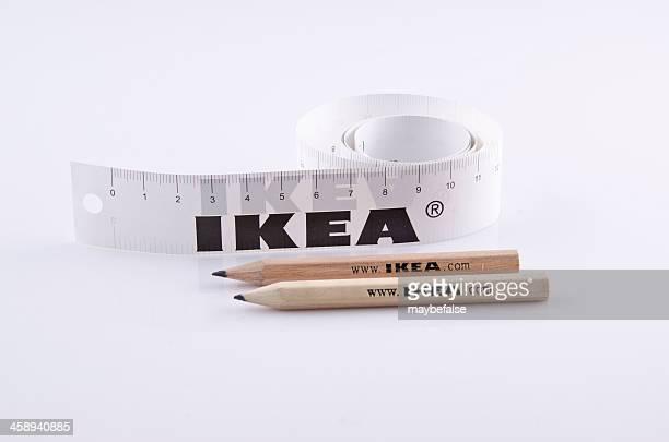 Righello e matita di IKEA isolato su bianco