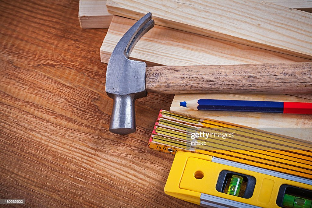 Pencil wooden meter and bricks construction level claw hammer on : Stockfoto