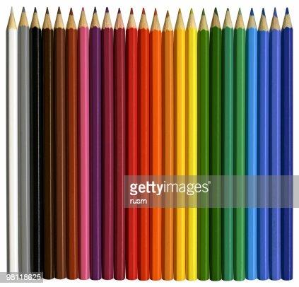 Lápices de color con trazado de recorte aislado sobre fondo blanco