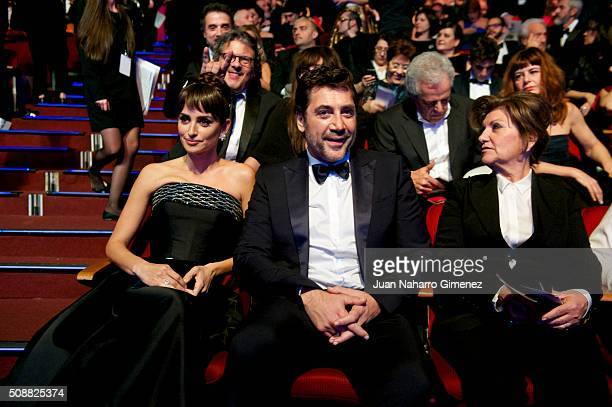 Penelope Cruz and Javier Bardem attend the 30th edition of the 'Goya Cinema Awards' ceremony at Madrid Marriott Auditorium on February 6 2016 in...
