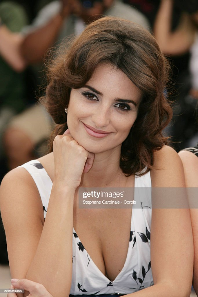 Penelope Cruz at the photo call of 'Volver' during the 59th Cannes Film Festival.