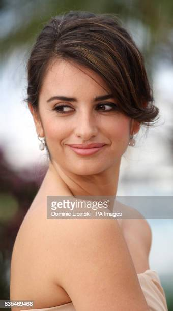 Penelope Cruz attends a photocall for the film Broken Embraces held at the Palais des Festivals in Cannes France as part of the 62nd annual Cannes...