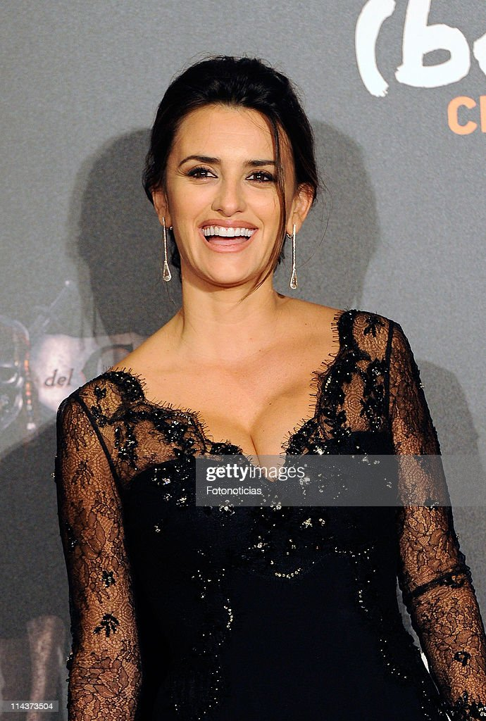 <a gi-track='captionPersonalityLinkClicked' href=/galleries/search?phrase=Penelope+Cruz&family=editorial&specificpeople=171775 ng-click='$event.stopPropagation()'>Penelope Cruz</a> attends 'Pirates Of The Caribbean: On Stranger Tides' premiere at Kinepolis Cinema on May 18, 2011 in Madrid, Spain.