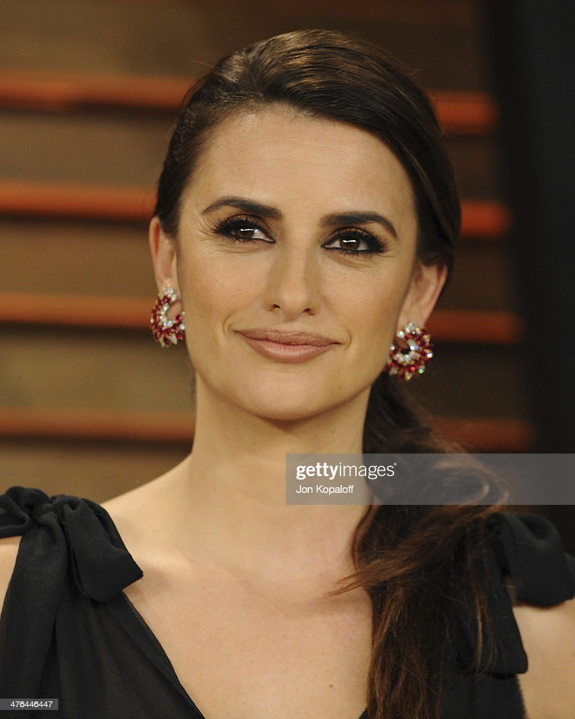 Penelope Cruz attends the 2014 Vanity Fair Oscar Party hosted by Graydon Carter on March 2, 2014 in West Hollywood, California.
