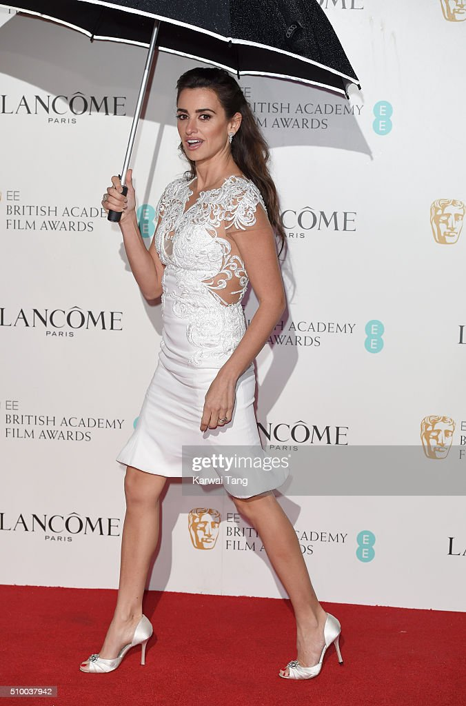 <a gi-track='captionPersonalityLinkClicked' href=/galleries/search?phrase=Penelope+Cruz&family=editorial&specificpeople=171775 ng-click='$event.stopPropagation()'>Penelope Cruz</a> attends the Lancome BAFTA nominees party at Kensington Palace on February 13, 2016 in London, England.