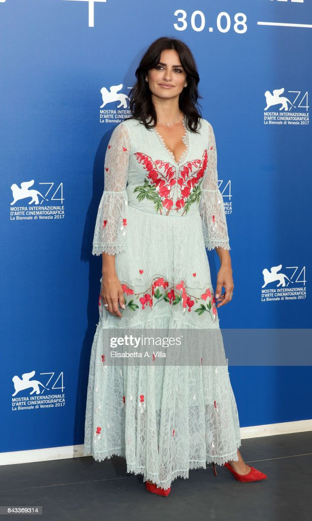 Penelope Cruz attends the 'Loving Pablo' photocall during the 74th Venice Film Festival on September 6, 2017 in Venice, Italy.