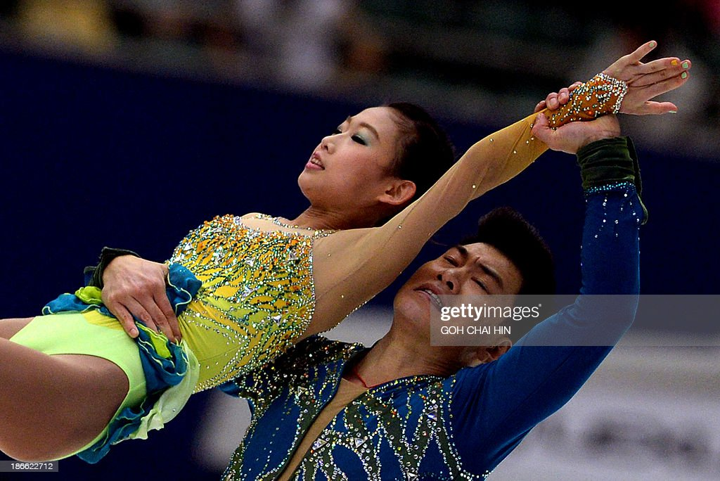 Peng Cheng (L) and Zhang Hao of China perform during the Pairs Free Skating program at the Cup of China ISU Grand Prix of Figure Skating in Beijing on November 2, 2013. Peng and Zhang are in third place with the total score of 187.19 points. AFP PHOTO/GOH CHAI HIN