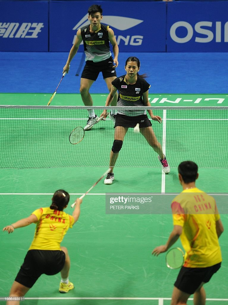Peng Soon Chan (top-L) and Liu Ying Goh (top-R) of Malaysia play against Xu Chen (bottom-R) and Ma Jin (bottom-L) of China in the mixed doubles final at the China Open badminton tournament in Shanghai on November 18, 2012. AFP PHOTO/Peter PARKS