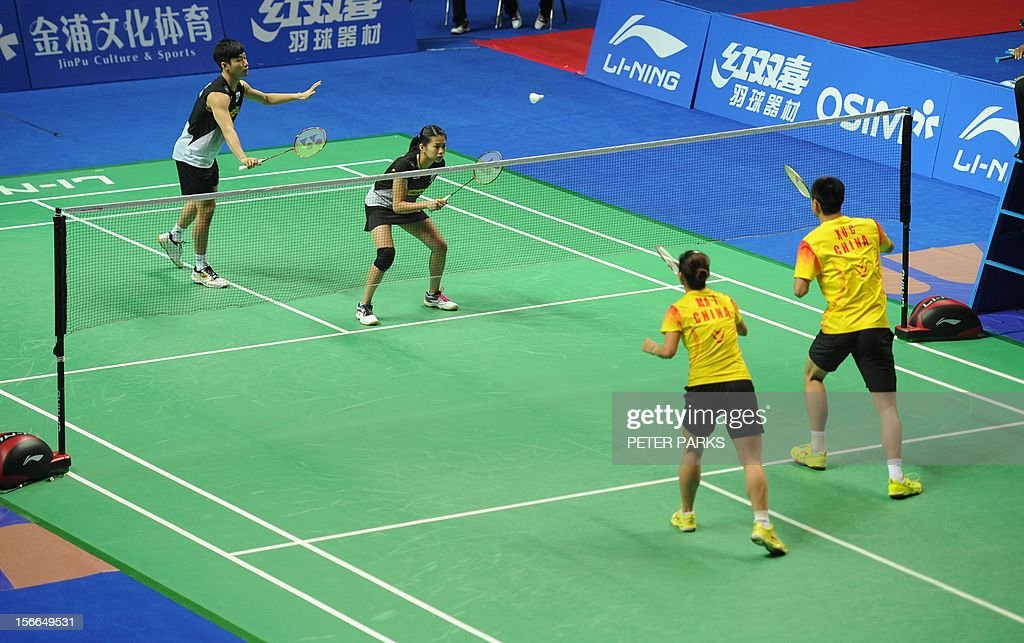 Peng Soon Chan (L) and Liu Ying Goh (2nd L) of Malaysia play Xu Chen (R) and Ma Jin (2nd R) of China in the mixed doubles final at the China Open badminton tournament in Shanghai on November 18, 2012. AFP PHOTO/Peter PARKS