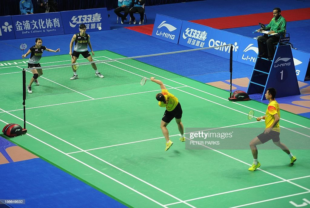 Peng Soon Chan (2nd L) and Liu Ying Goh (L) of Malaysia play Xu Chen (R) and Ma Jin (2nd R) of China in the mixed doubles final at the China Open badminton tournament in Shanghai on November 18, 2012. AFP PHOTO / Peter PARKS