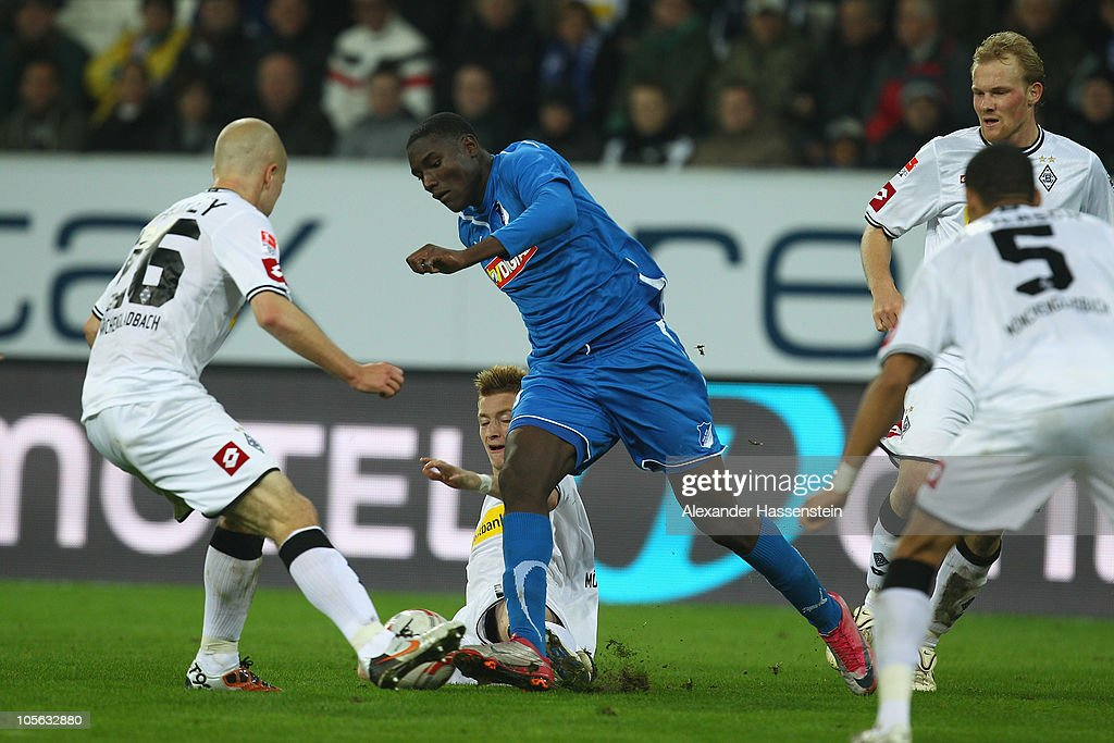 Peniel Mlapa (C) of Hoffenheim battles for the ball with <a gi-track='captionPersonalityLinkClicked' href=/galleries/search?phrase=Thorben+Marx&family=editorial&specificpeople=764793 ng-click='$event.stopPropagation()'>Thorben Marx</a> (2nd L) of Gladbach and his team mate Michael Bradley (L) during the Bundesliga match between 1899 Hoffenheim and Borussia Moenchengladbach at Rhein-Neckar Arena on October 17, 2010 in Sinsheim, Germany.