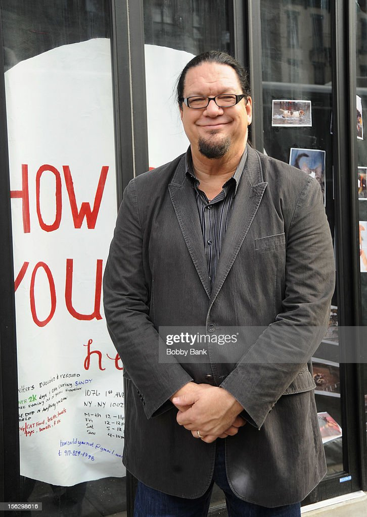 <a gi-track='captionPersonalityLinkClicked' href=/galleries/search?phrase=Penn+Jillette&family=editorial&specificpeople=547802 ng-click='$event.stopPropagation()'>Penn Jillette</a> filming on location for 'Celebrity Apprentice All Stars' on November 12, 2012 in New York City.