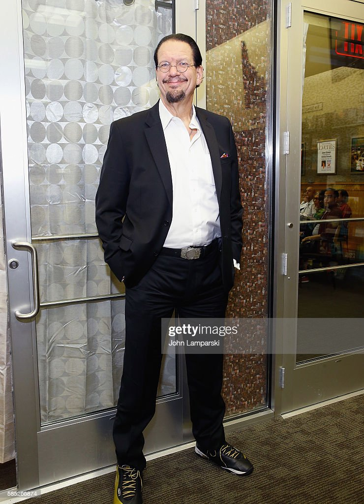Penn Jillette signs copies of 'Presto How I Made Over 100 Pounds Magically Disappear' at Barnes Noble 86th Lexington on August 2 2016 in New York City